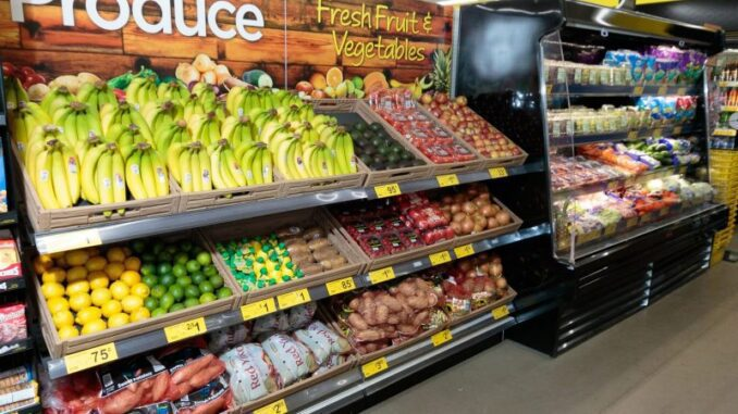 Dollar General Unveils Two Remodeled Stores with Produce in Baton Rouge