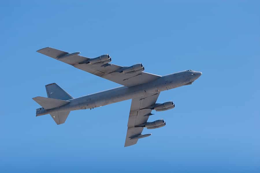 B-52 - This Massive US Aircraft Need 8 Engines to Takeoff