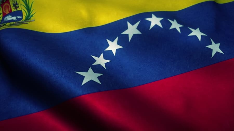Venezuela: Youngsters take up smuggling to make ends meet