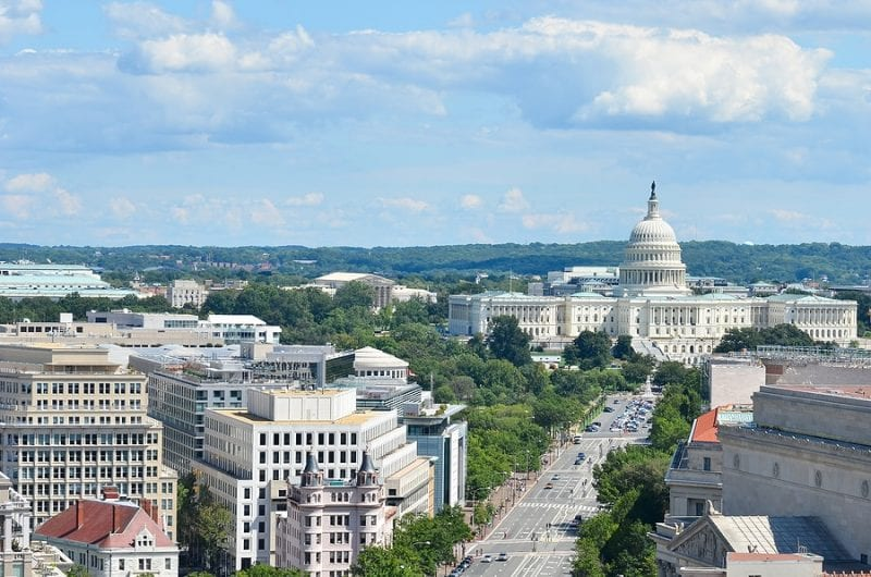 US Capitol: Suspect and officer dead after 'ramming car' into police